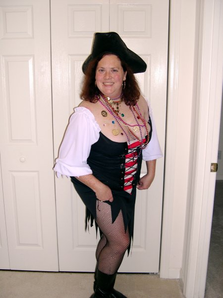 my hot pirate girl (1)