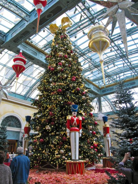 Bellagio conservatory: Christmas tree with nutcrackers and ornaments
