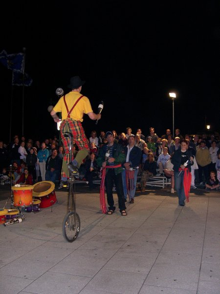 Quebec City - Juggling with 3 people on a unicycle.
